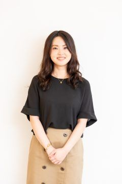 (Japanese text only.) 社員インタビュー 橋本エストゥピナン 友梨恵さん #creationline